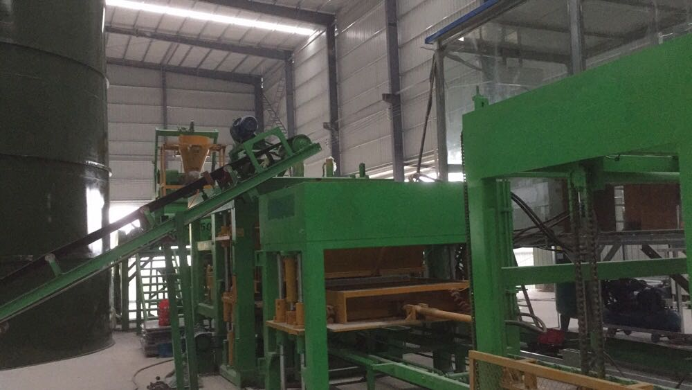 China QT12-15 Brick Making Machine Made From Yixin Block Machine